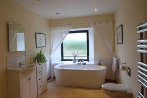 Coach-house-bathroom2