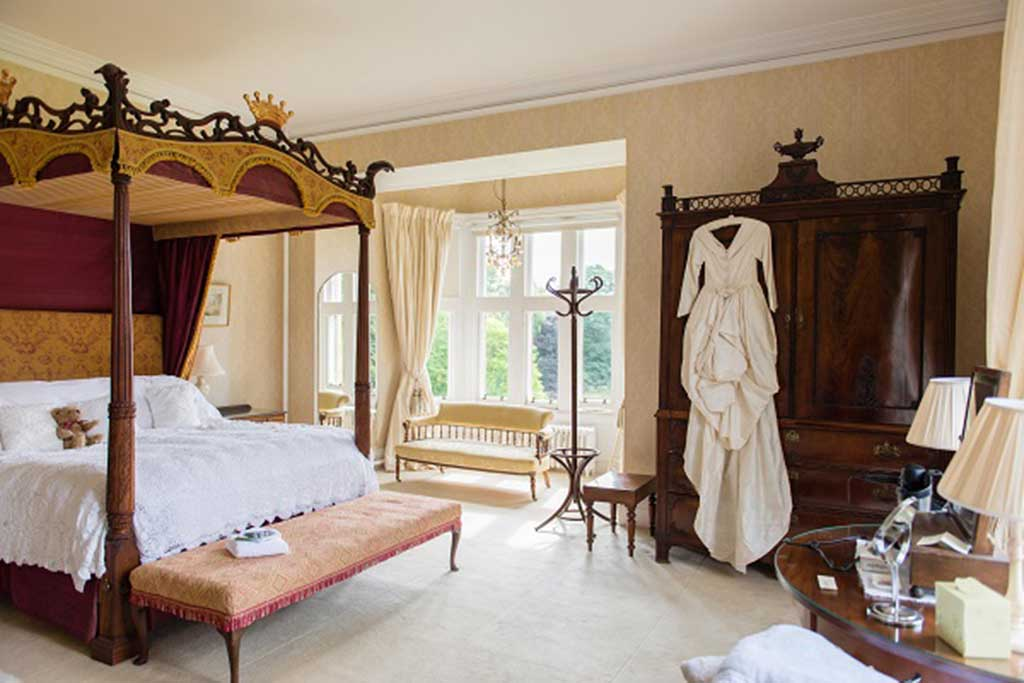 Four poster bed and wedding dress